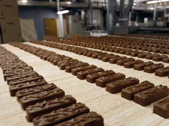 шоколадные батончики марс и сникерс